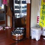 吉川鮮魚店 - ここでお待ち下さい。