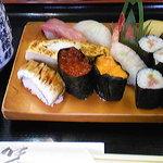 八王子総合卸売センター 市場寿司 たか - おまかせ握り1000円です。