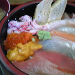 八王子総合卸売センター 市場寿司 たか - 投げ込み丼スペシャル、こちらも1000円です。