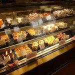 リスボン洋菓子店 - 美味しそうなケーキ、お手ごろ価格が嬉しい