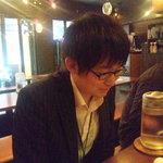 渋谷桜丘町 ろくよん - 横長なテーブルがいくつかございます。M山氏は満足げ