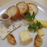 イタリア食堂 バール エノテカ - チーズの盛り合わせ3種
