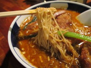 支那麺 はしご - 麺はかなり細い