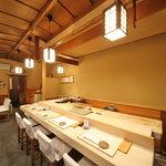 九段下 寿司政 - カウンター7席、テーブル3卓