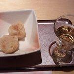 ウメ子の家 - お通しと食前酒の梅酒