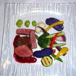 ビストロ ミルエテ - 料理写真:みんな大好き牛肉グリルも三浦名野菜できれいに