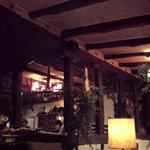 カサデフジモリ - 昼間でも薄暗い店内が良い!
