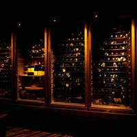 400種以上を揃えるワインセラーがあります。