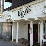 8438379 - 右側がカフェの入口、左側でジェラートが買えます。