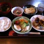 カフェ 花うさぎ - 肉詰め椎茸フライのランチです