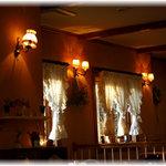 カフェ バラード - プロヴァンスの雰囲気漂う店内