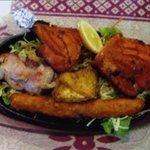 サムジャナ - タンドリーチキン(4P 1,800円) ネパール料理の人気メニューです