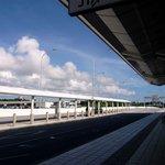 JAL国内線 サクララウンジ 那覇空港 - 空が、雲が、夏~って、感じですよね。 空気が違う、暑さが違う。 沖縄最高ですよね。