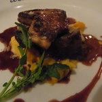 アラ - 柔らかく煮込んだ牛ホホ肉とフォアグラのソテー