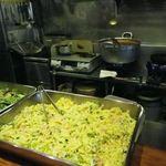 HANAMARU厨房 - カウンターで出来上がりを待つ。これはお弁当用かな?