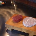 ビフテキのカワムラ - 神戸ビーフハンバーグランチ2,310円とCランチ2,626円。