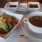 ビフテキのカワムラ - サラダとスープ。