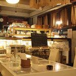 太陽カフェ - 静かで心地よい店内。