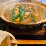 煮込みうどん 二橋 - 肉入り煮込み980円。