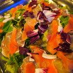 リオ - 生ハムとスモークサーモンのサラダ 補充が間に合わないほど人気です!