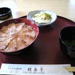 鰉魚亭 - 鰉魚丼。チョウザメは漬けに。