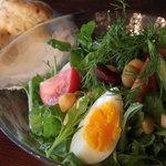 カフェ エ クラフト ユエ - 百年野菜をつかったサラダセットにはビスケットが2種つきます