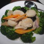 天外天刀削麺 - ホタテとブロッコリーの炒め物