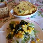 REGAL - サラダと自家製パン