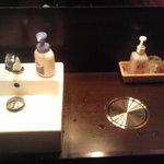 博多 一風堂 - アメニティーの充実した洗面所