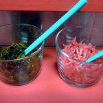 三陽軒 - 「三陽軒」卓上の辛子高菜と紅生姜