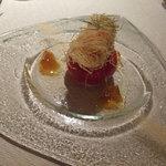 ラ メゾン ドゥ グラシアニ - フルーツトマトに詰めたフヌイユの冷たいガスパチョと熱々のラングスティーヌのカダイフ揚げ