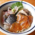 寿し光 - 島丼アップ(べっこう、イサキ、タカベ、サビ)