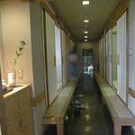 すし幸 - 通路の両側に個室が並んでいます