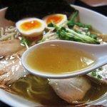 麺屋33 - 特性 丸鶏旨味そば(塩) スープ