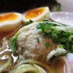 麺屋33 - 特性 丸鶏旨味そば(塩) ふんわりつくね