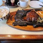 キッチンとらじろう - [ランチ]粗挽きハンバーグ定食