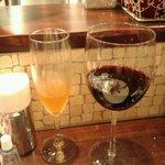 8929192 - グラスの赤と追加のベッリーニ