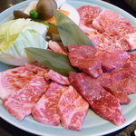 丸明 - 飛騨牛 焼肉大皿2,980円