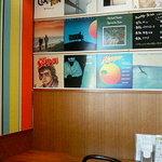 モーリス カフェ - 【MORRIS CAFE】カラフルな内装