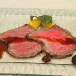 トゥ・ラ・ジョア - 一生忘れられない料理その2.赤牛の旨ダレ漬け(8月)自家製ドライエージド熊本赤牛サーロインの、中華風ダレ漬け煮。生七味、マンゴーと粒マスタードの醤油煮添え