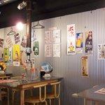 赤坂食肉センター - いろいろペタペタ貼ってあります。居酒屋風。