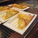 クリーブラッツ - ピザ♪(トマトなど)数種類が交代で焼きあがって