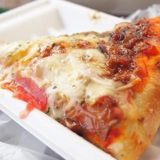 クリーブラッツ - 料理写真:石釜焼き照り焼きチキンピザ♪180円、出来立てはチーズとろとろ