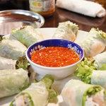 チョップスティックス - 生春巻き(1本320円)♪海老と鶏肉、ビーフン、野菜がふんだんに使われています★