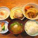 田幸 - 肉じゃがと焼魚(鯖)
