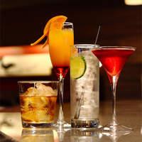 ディナータイムはお酒を楽しむバーとしてもご利用いただけます♪