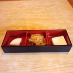 山城 - 定食に付くお惣菜3種。