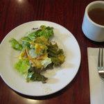 にんにく - セットのサラダとスープ