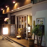COVO - COVO(代々木駅東口):裏路地沿いの店構え