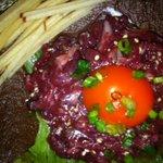 農田地 - 料理写真:未確認生物ではなく、生食用馬肉のユッケです。